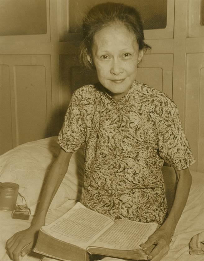 楊耐梅晚年淪落街頭乞討,但上了年紀的她外貌還是相當有韻味。(圖/ 取自中時資料照)