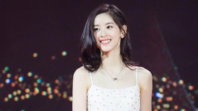 章泽天外型甜美。(图/微博@章泽天)