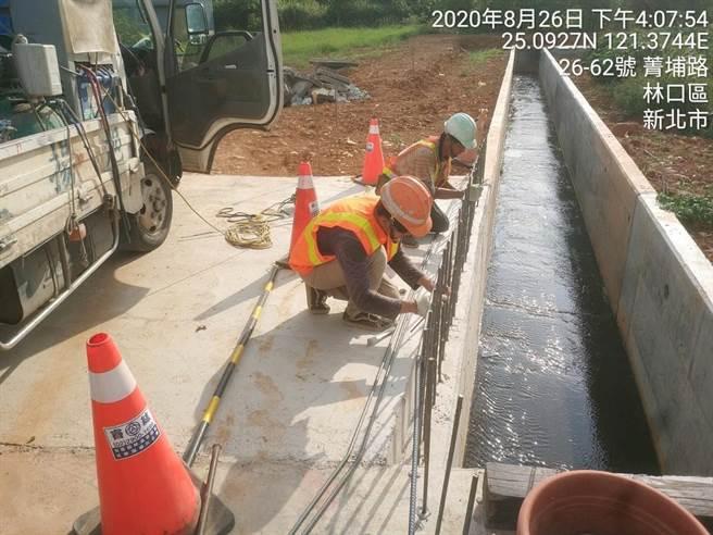 林口菁埔大排改善工程近期完工,將原本的土溝改水泥溝渠,減少農園損失並降低士壤沖刷流失。(林口區公所提供/李俊淇新北傳真)