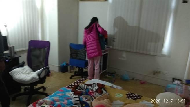 女兒遭藏12年母親遭限制住居,父女重逢後傳訊關心。(中時資料庫)