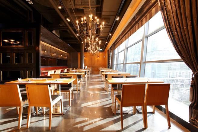 「饗食天堂 信義店」臨近101,跨年時段還送每位賓客半尾波士頓龍蝦。(饗賓餐旅提供)
