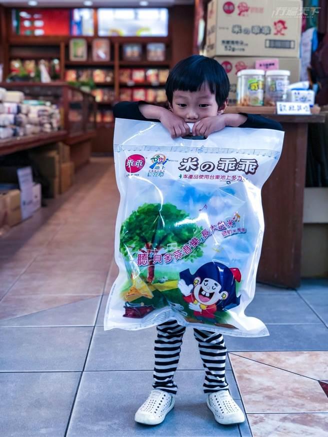 大地飯包更與乖乖合作推出大包裝米乖乖,很受小孩喜愛。 (圖/行遍天下提供)