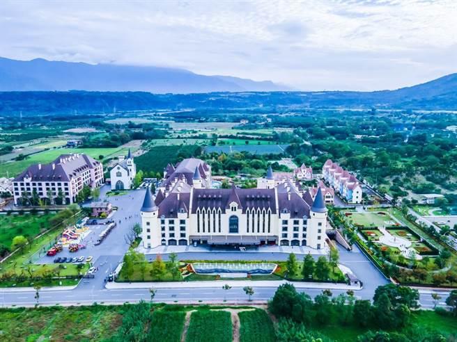 瑞穗天合國際觀光酒店城堡般氣勢磅礡的造型讓大人小孩都開心極了。(圖/行遍天下提供)