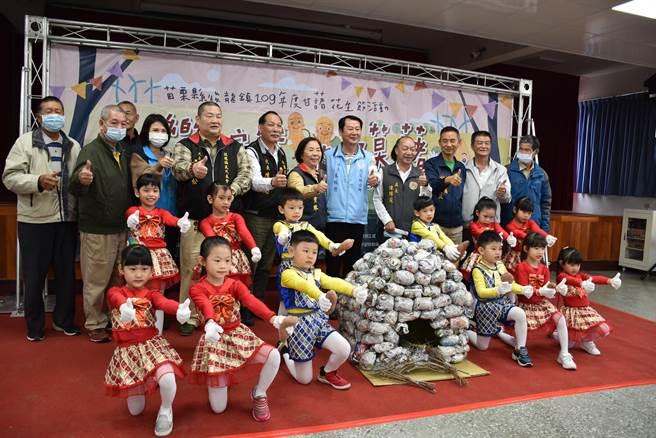 後龍鎮甘藷花生節的焢窯活動將在本月19日在高鐵六路旁稻田舉行。(謝明俊攝)