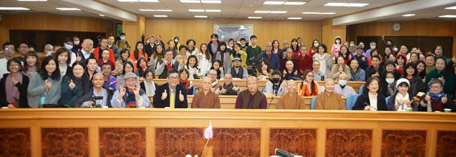 全球首位「喇嘛導演」宗薩欽哲仁波切蒞臨華梵大學演講。(華梵大學提供)