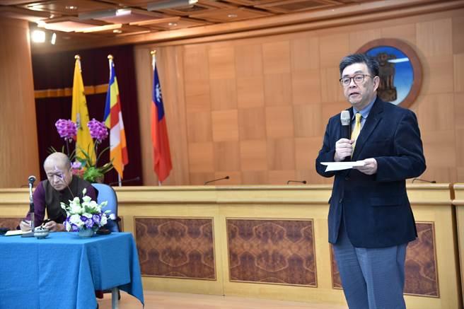 華梵大學李天任校長宣布將籌辦「宗薩欽哲仁波切影展」。(華梵大學提供)
