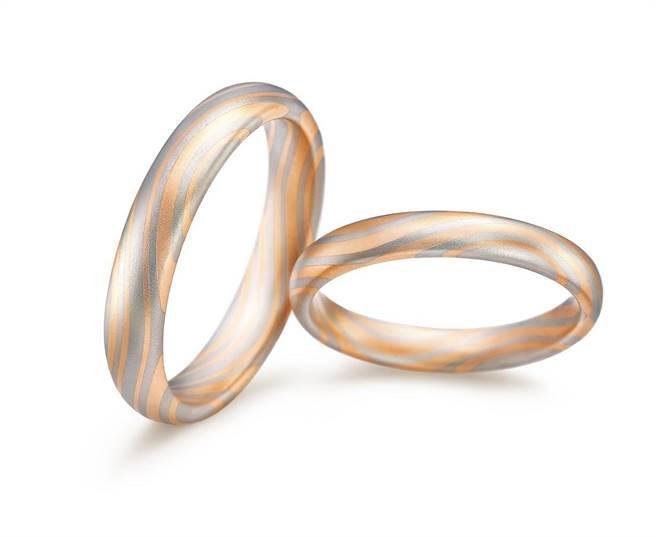 PROMESSA「相融」K金与铂金双色扭结纹理对戒,男戒4万4300元,女戒3万2500元。(点睛品提供)