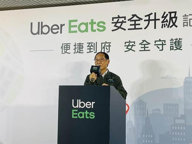 交通局长陈学台指出,北市今年1月正式推动「外送平台业者管理自治条例」。(吴康玮摄)