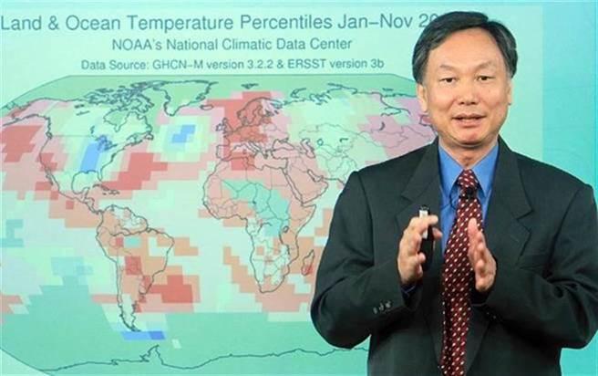 氣象局局長鄭明典第一時間PO出地震文,各地網友也紛紛回報「災情」。(圖/本報資料照)