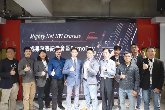 Mighty Net硬體加速計畫舉辦Demo Day,12家新創團隊上台展示成果。圖/Mighty Net提供