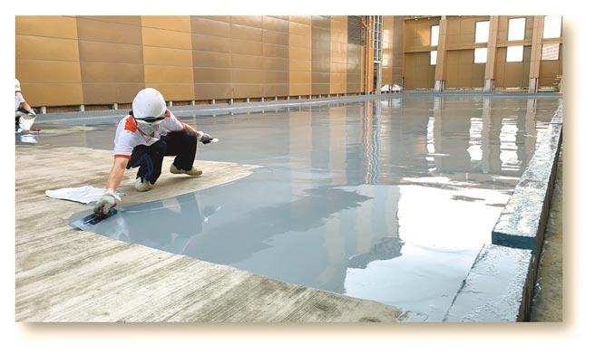 永記造漆推出「創新型單液PU防水材」,友善環境施工便利。圖/永記造漆提供