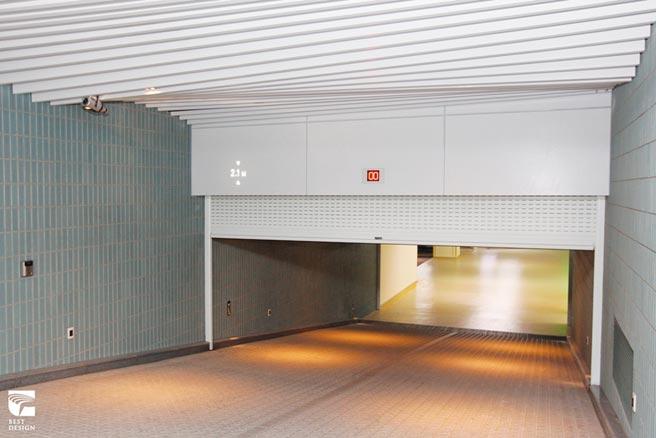 元誠耐盾車庫門設有防壓裝置,包括防止被颱風破壞等。圖/業者提供