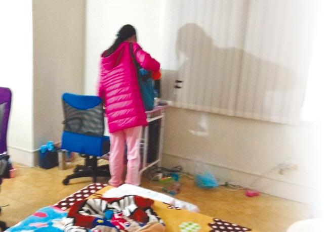 彰化被藏匿12年女童找到時,面容憔悴,體重僅有30公斤左右,明顯封閉語言表達能力不足等(警方提供)。圖為謝父在臉書發布好消息,並感謝警員幫他找回女兒。(翻攝臉書/吳建輝彰化傳真)