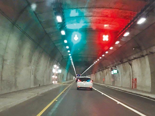 蘇花改沿線的隧道路段,預估最快在明年的某個連假,可開放大客車專用道,也如同是朝「單向雙線」跨出了第一步。(胡健森攝)