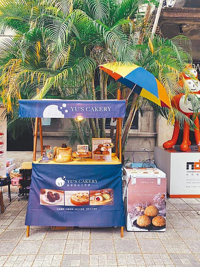 Yu's Cakery只有夫妻檔獨立經營,也曾擺過市集,蛋糕系列4吋400元起。 (Yu's Cakery提供)