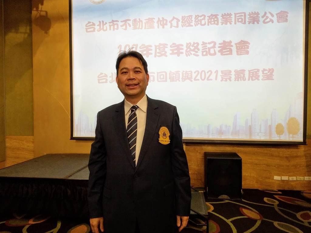 台北市不動產仲介經紀業公會理事長黃文雄。(葉思含攝)