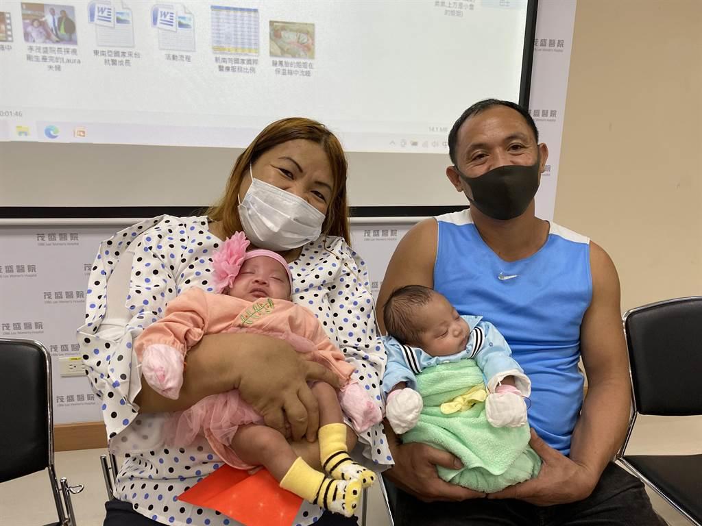 菲律賓的Laura和先生Benny結婚17年不孕,今年初來台接受「第4代AI人工智慧試管技術」成功植入兩囊胚即成功著床發育,10月間誕下龍鳳胎。(馮惠宜攝)