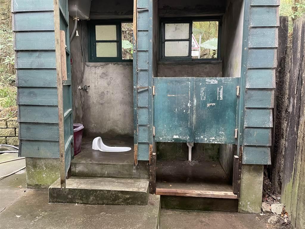 后里區舊泰安車站是鐵道迷必到之處,臨時性公廁可望進行開放。(陳淑娥攝)