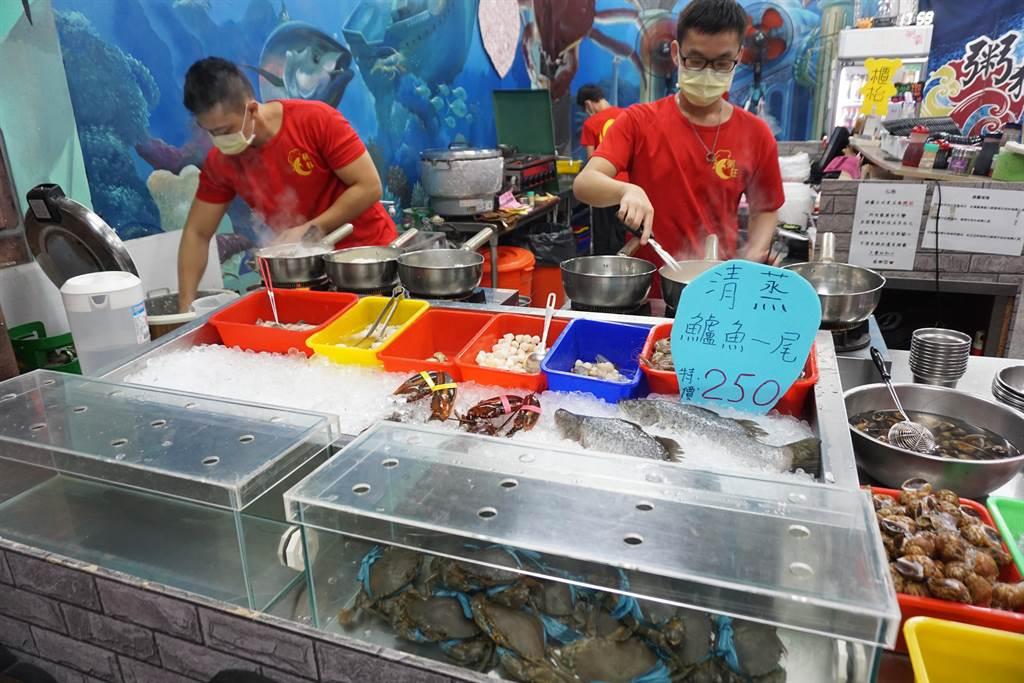 「粥狂」鄰近豐原廟東商圈,2年前向陽路地下道填平後進駐開賣,主打粥品舖滿海鮮。(王文吉攝)
