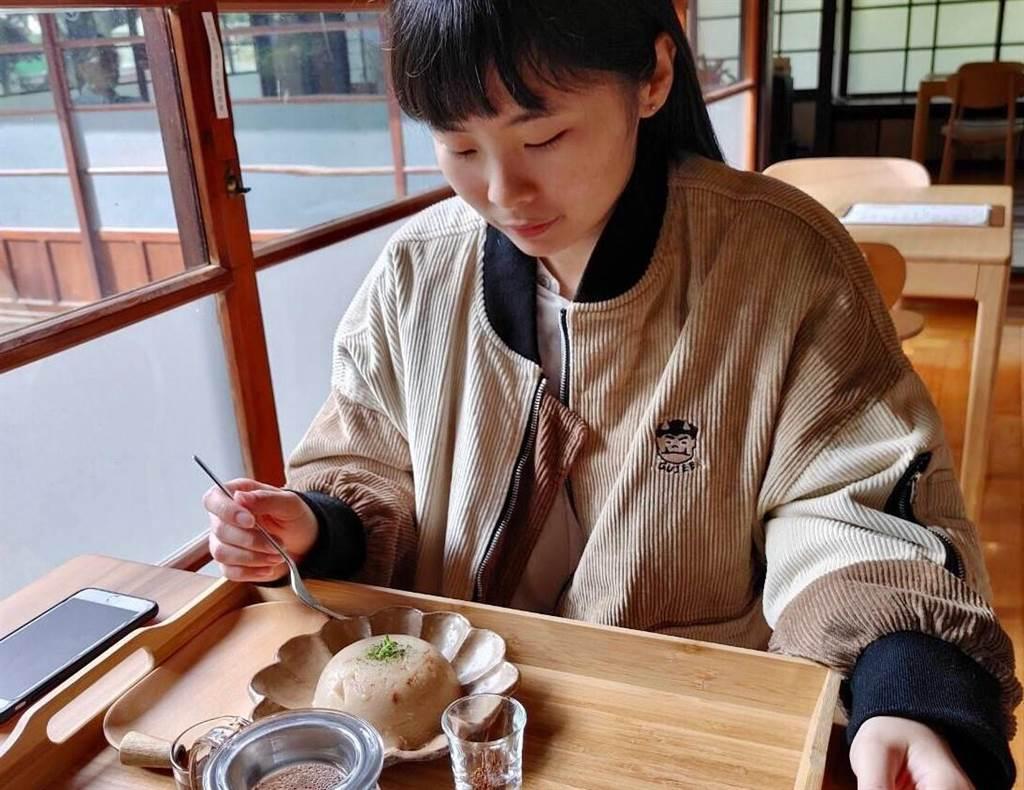 總爺藝文中心廠長宿舍咖啡館推出創新的香草口味碗粿。(薩圖爾精品咖啡提供/劉秀芬台南傳真)