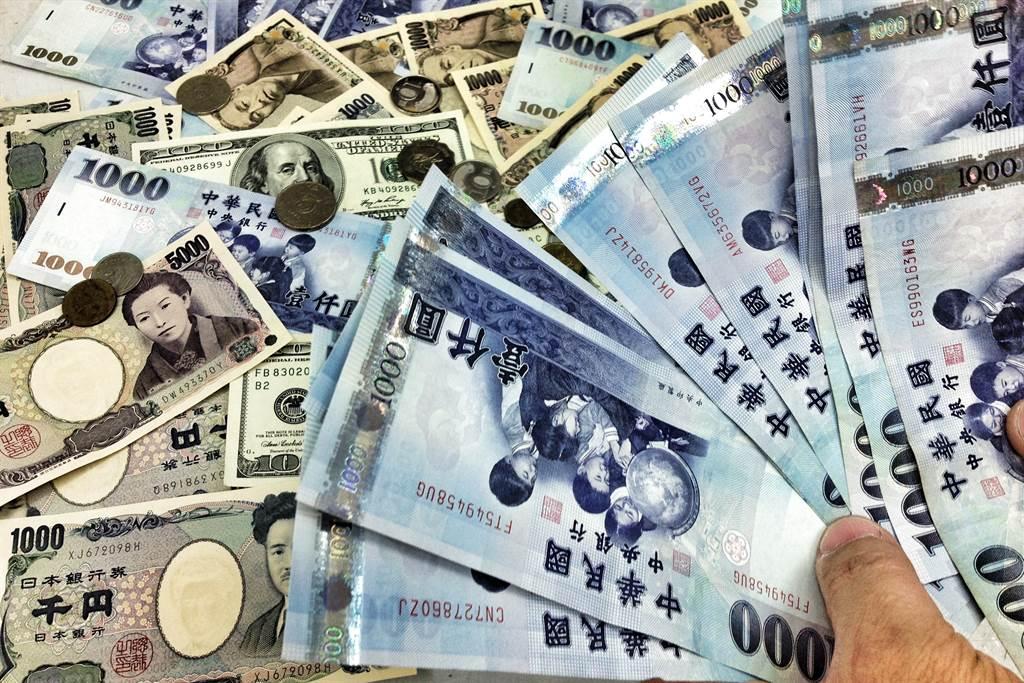 台幣升勢難擋,終場收在28.4元,創下23年新高。(資料照)