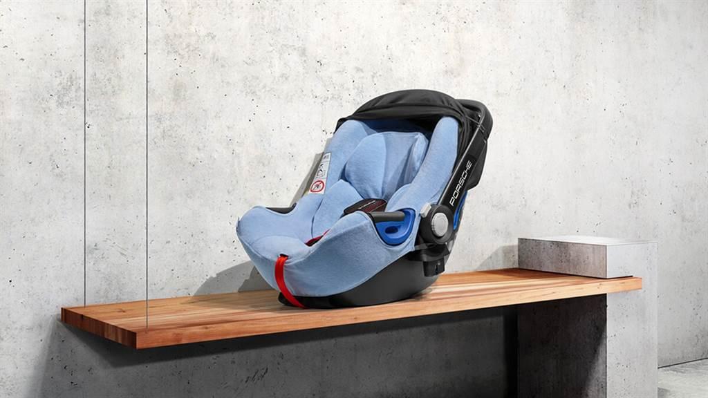 Porsche推出新一代i-Size兒童安全座椅