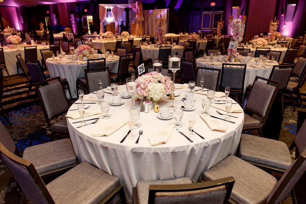 日前有网友分享一张照片,在婚宴现场,其中一桌特别醒目,因为上头的立牌写着大大5字,让网友看傻。(达志影像/示意图非当事场地)