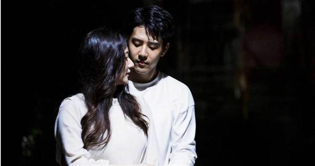 胡宇威劇中疑似出現幻覺,仍與過世女友林逸欣一起生活。(圖/東森提供)