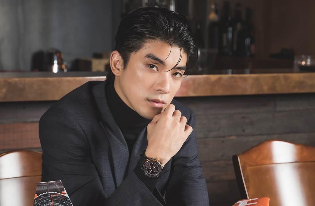 新世代男星林哲熹親身分享新款腕錶搭配以及飛行夢。(圖/品牌提供)