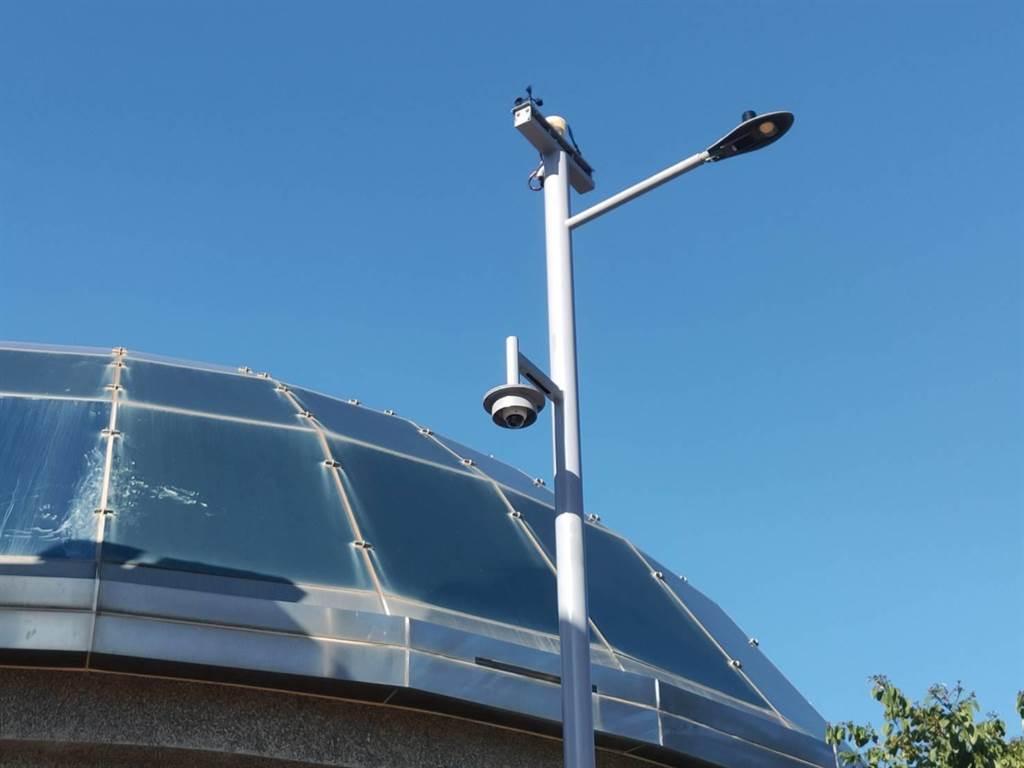 金門全島1萬6千多盞路燈變成1萬6千多個資訊站。(金門縣養工所提供)