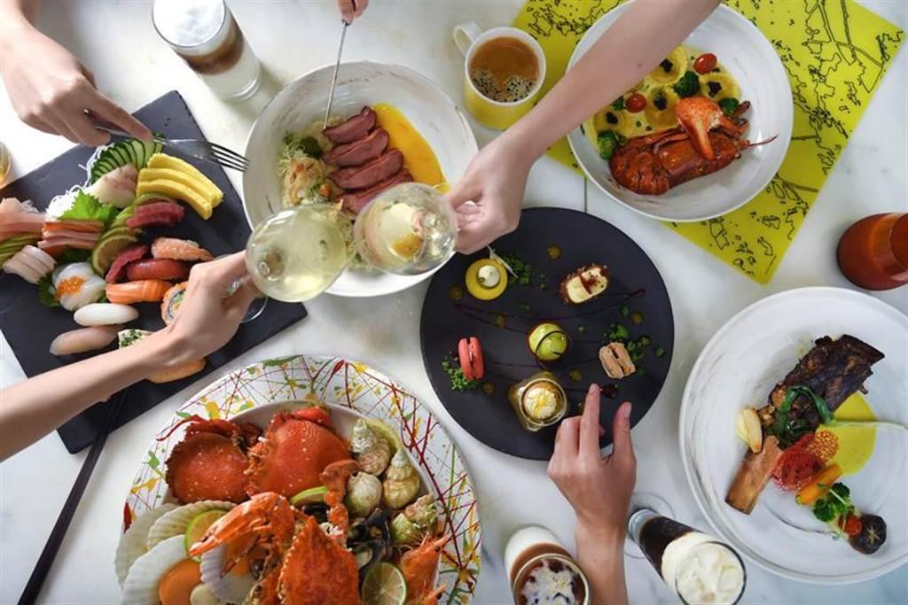 台北W飯店推出「2021年最W的住房專案~Lust For______ 恣意狂享」,房客只要在2021年6月30日前憑「恣意狂享券」,即可以2,021元優惠價體驗the kitchen table饗食雙人晚餐。圖/台北W飯店提供