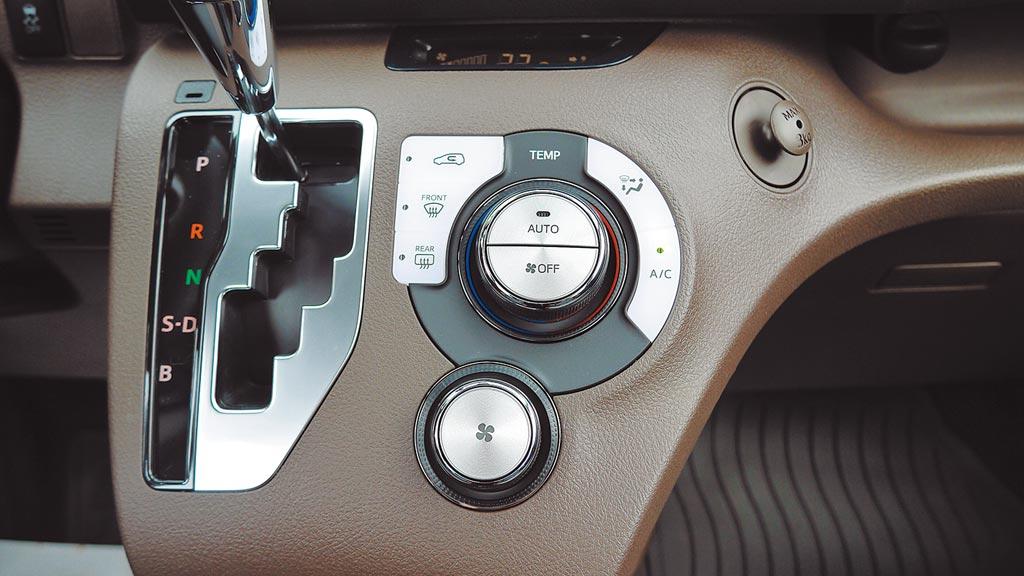 智慧恆溫空調控制面盤精緻有如頂級音響旋鈕。圖/于模珉