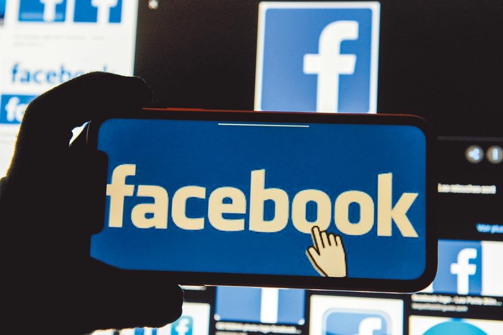 美國聯邦貿易委員會(FTC)繼10月對谷歌開刀,指控其違反反托拉斯法後,9日再與46州對臉書提告,指控該公司採「購買或埋葬」策略,併購小型業者以減少競爭,違反反托拉斯法的防壟斷法,FTC希望迫使臉書分割數年前收購的社群媒體IG與即時通訊軟體WhatsApp。(路透)