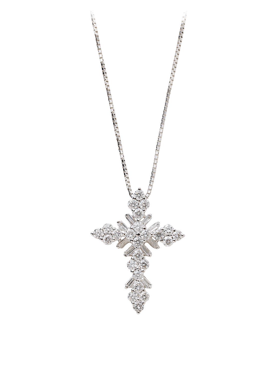 新豐珠寶華麗十字架美鑽墜(不含鍊),原價9萬6000元,特價4萬8000元。(大葉高島屋提供)