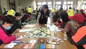 中市警與銀行合作 揪阿公阿嬤玩桌遊 反詐騙寓教於樂