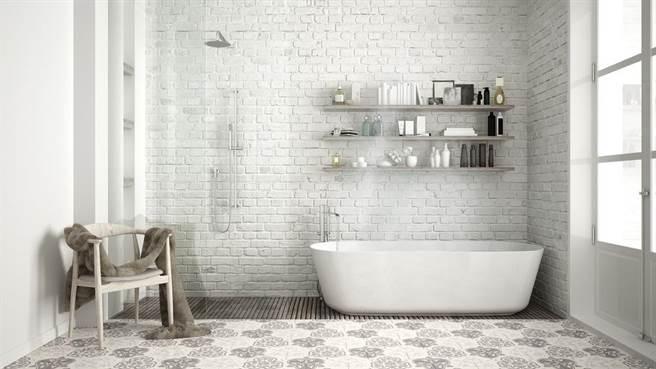 若在家里遇到强震来袭,一旦情况失控,专家建议躲厕所最好。(示意图/Shutterstock)