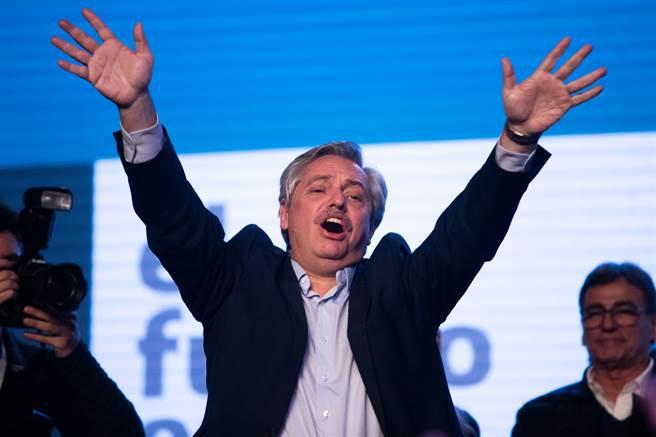 阿根廷總統為避免民眾恐慌,率先成為阿根廷接種俄羅斯疫苗的第一人。(圖/shutterstock)