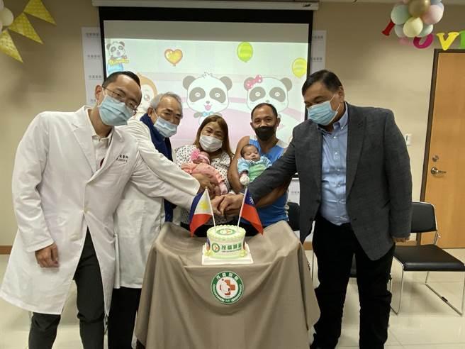 在Laura全家即将返回菲国前夕,茂盛医院11日也邀菲国驻台代表同为双宝庆生。(冯惠宜摄)