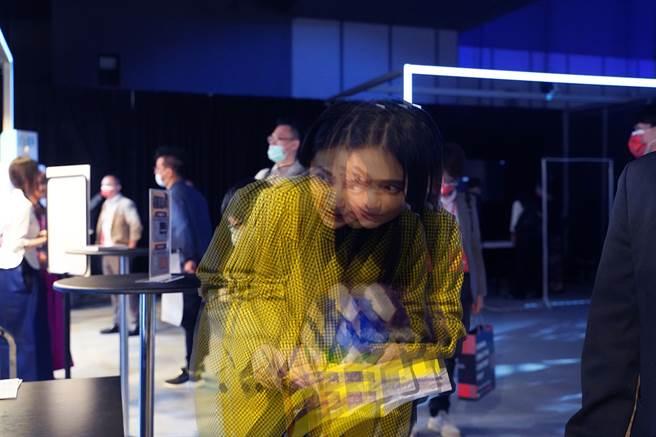 昨(10)晚發生地震,民進黨立委賴品妤在臉書發出一張「晃到」的照片。(圖/取自賴品妤臉書)