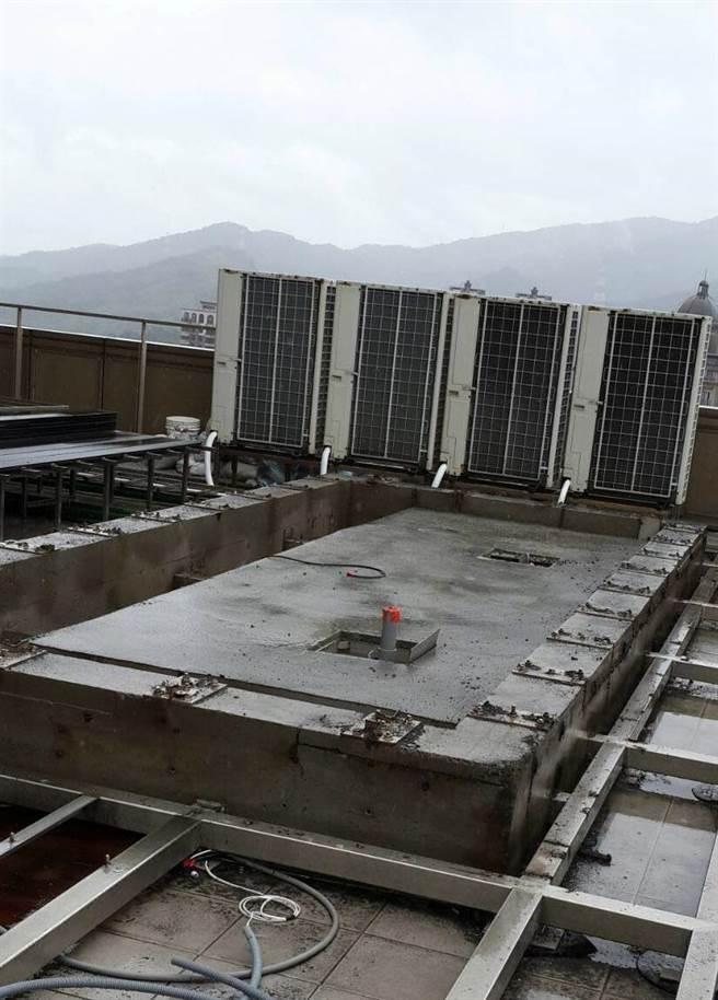 羅志祥豪宅偷蓋用池,建管處今日入內勘查後,目前已由違建人自行配合拆除。(北市建管處提供)