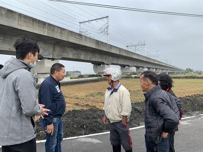 市议员李荣鸿极力争取经费,大甲区东明路高铁桥下旁农路进行改善。(市议员李荣鸿提供/陈淑娥台中传真)