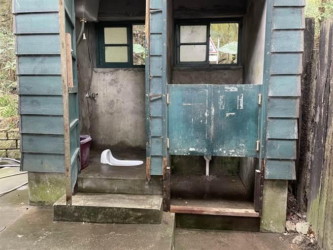后里区旧泰安车站是铁道迷必到之处,临时性公厕可望进行开放。(陈淑娥摄)