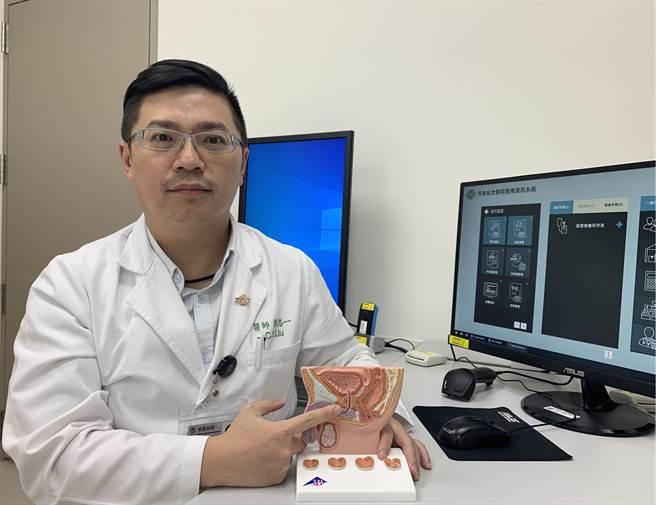 土城醫院泌尿外科醫生劉忠一建議,若出現排尿困難應立即至門診尋求專業醫師協助。(圖/蔡雯如傳真)