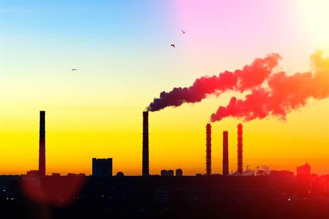 今年全球碳排放量预估较去年下降7%,降幅为二次大战后仅见。(示意图/达志影像shutterstock)