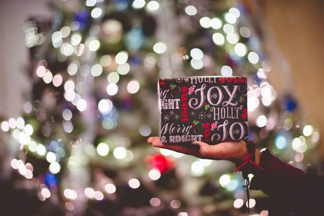 聖誕節即將到來,交換禮物成了每年聖誕節的傳統。(圖片取自網路)