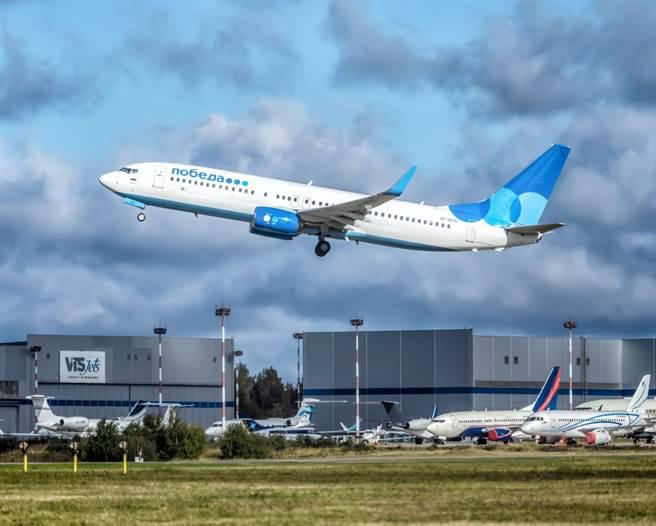俄羅斯最大廉價航空「勝利航空」(Pobeda Airlines)的機師11月駕駛一架載有102名乘客的波音客機在空中繞圈圈,畫出巨大弟弟形狀,讓俄羅斯主管機關震怒,勝利航空高層也遭開除。(資料照/TPG、達志影像)
