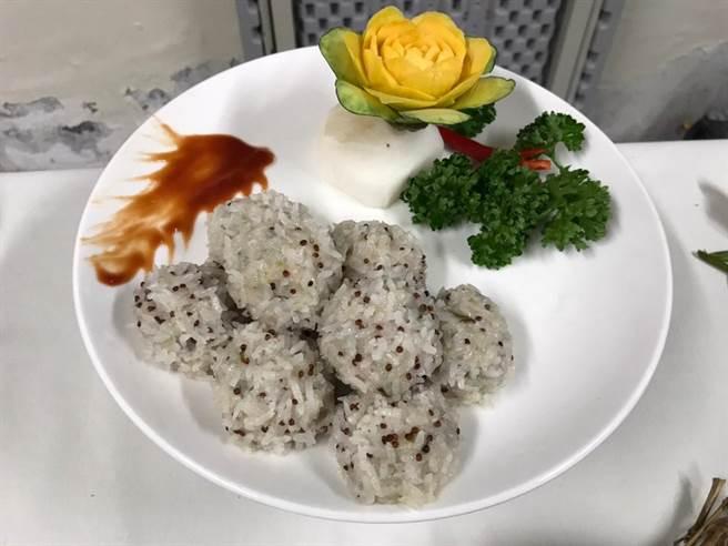 餐饮科学生将红藜与珍珠丸巧妙融合。(黄婉婷摄)