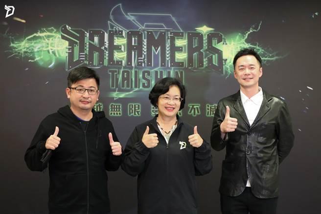 彰化縣議長謝典林(左)、彰化縣長王惠美與夢想家董事長張承中一同出席簽署合作記者會。(夢想家提供)