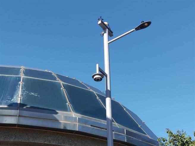 金门全岛1万6千多盏路灯变成1万6千多个资讯站。(金门县养工所提供)
