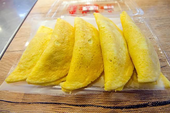 卢记鱼丸店现场制作 火锅料的首选美味。(产业局提供/吴康玮台北传真)